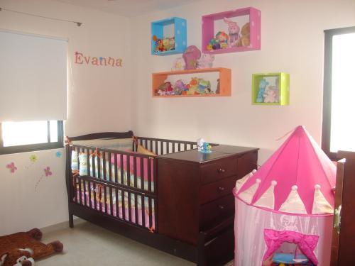 Ambientaci n accesorios y decoraci n armonia blanca for Decoracion de cuartos para ninas recien nacidas
